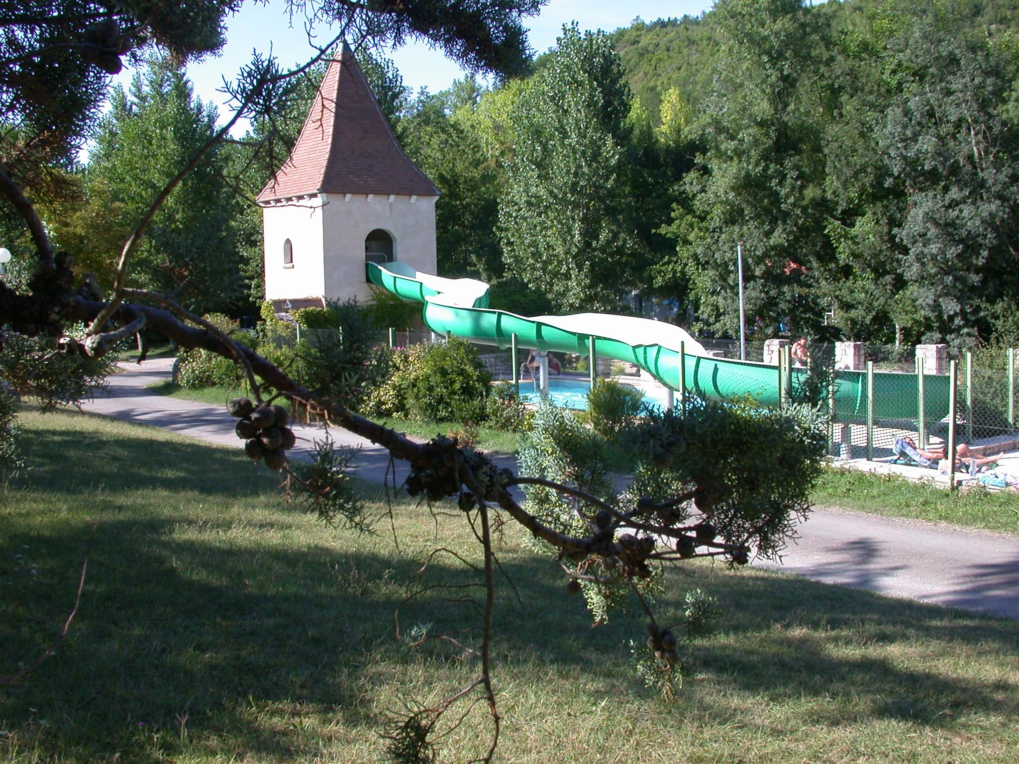 Camping et location de chalets avec piscine cordes sur for Camping tarn et garonne avec piscine